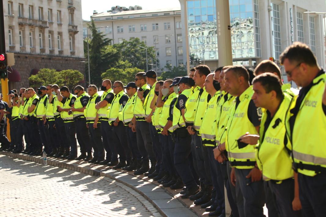 Очаква се протестите да продължат (обзор)