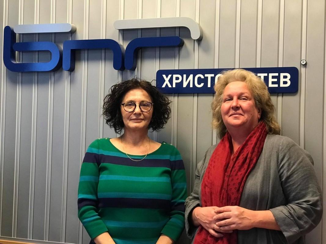 Михайлина Павлова и Силвия Недкова (от ляво надясно)