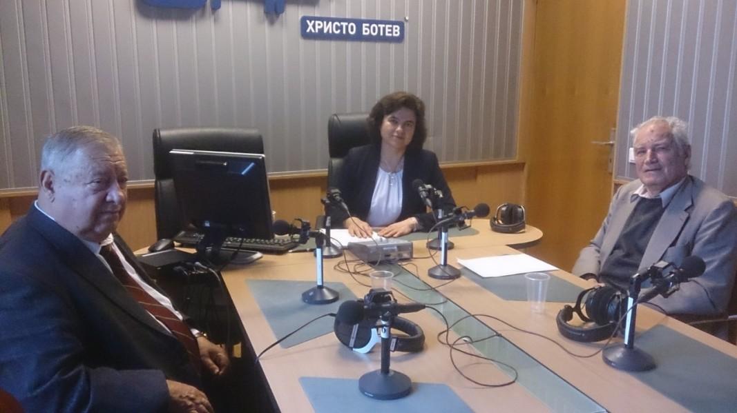 Инж. д-р Марин Белоев, Нина Цанева, доц. Петър Държанов (от ляво надясно)
