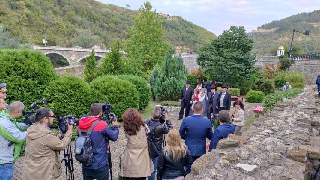 Историческа възстановка на обявяването на независимостта на България във Велико Търново; Снимка: Здравка Маслянкова