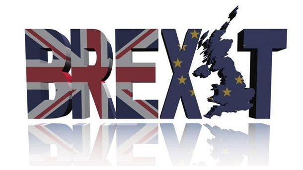 Британската лира се намира под силен натиск от продажби спрямо