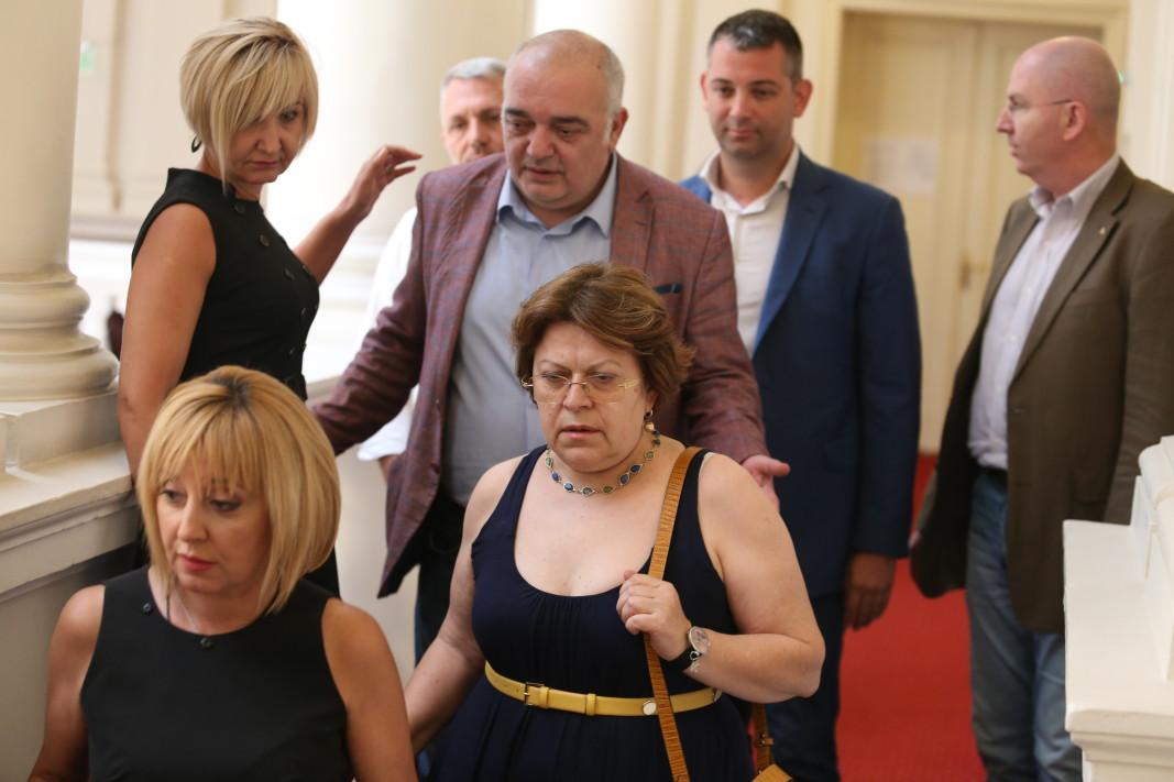 Групата на ИБГНИ се отправя към зала Изток; Снимка: БГНЕС