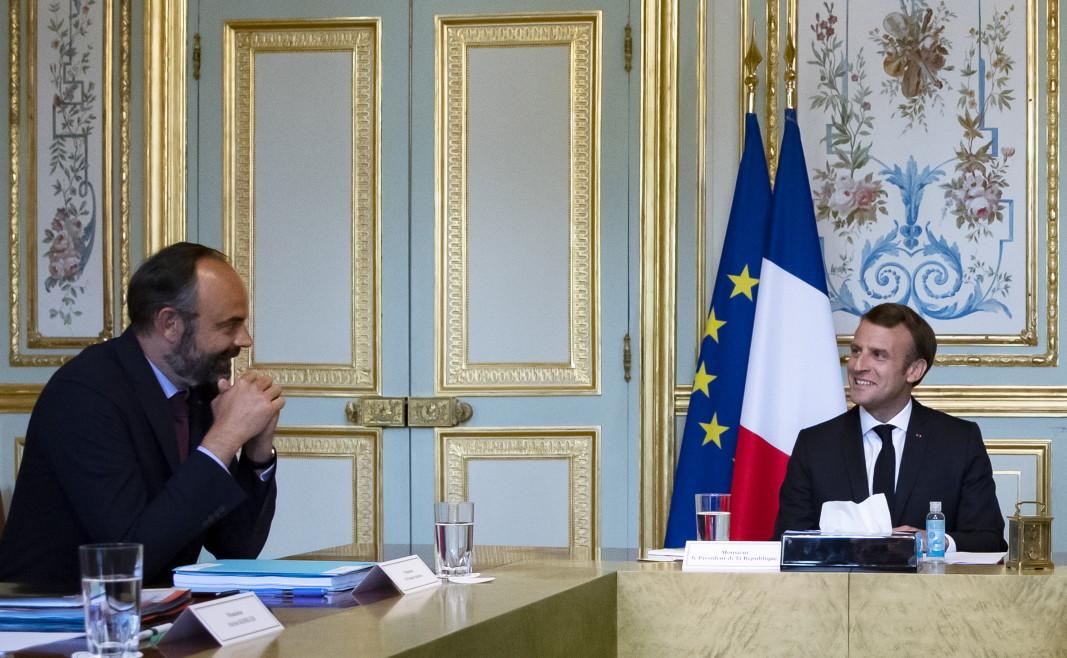 Едуар Филип връчи оставката на правителството си на президента Еманюел Макрон, който я прие.