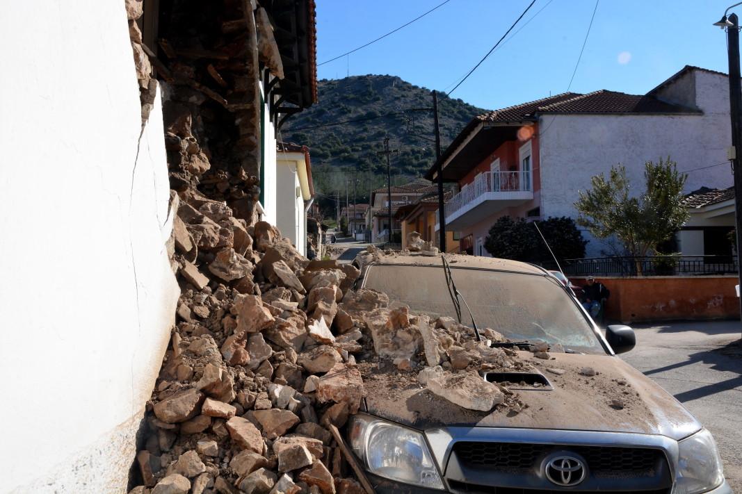 Стена на къща, срутена от земетресението - с. Дамаси, района на Лариса - 3 март 2021 г.