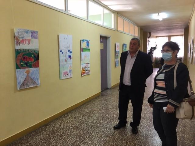 С изложба с детски рисунки в Кюстендил започна Седмицата за пожарна безопасност /Снимки: Областна дирекция на полицията-Кюстендил