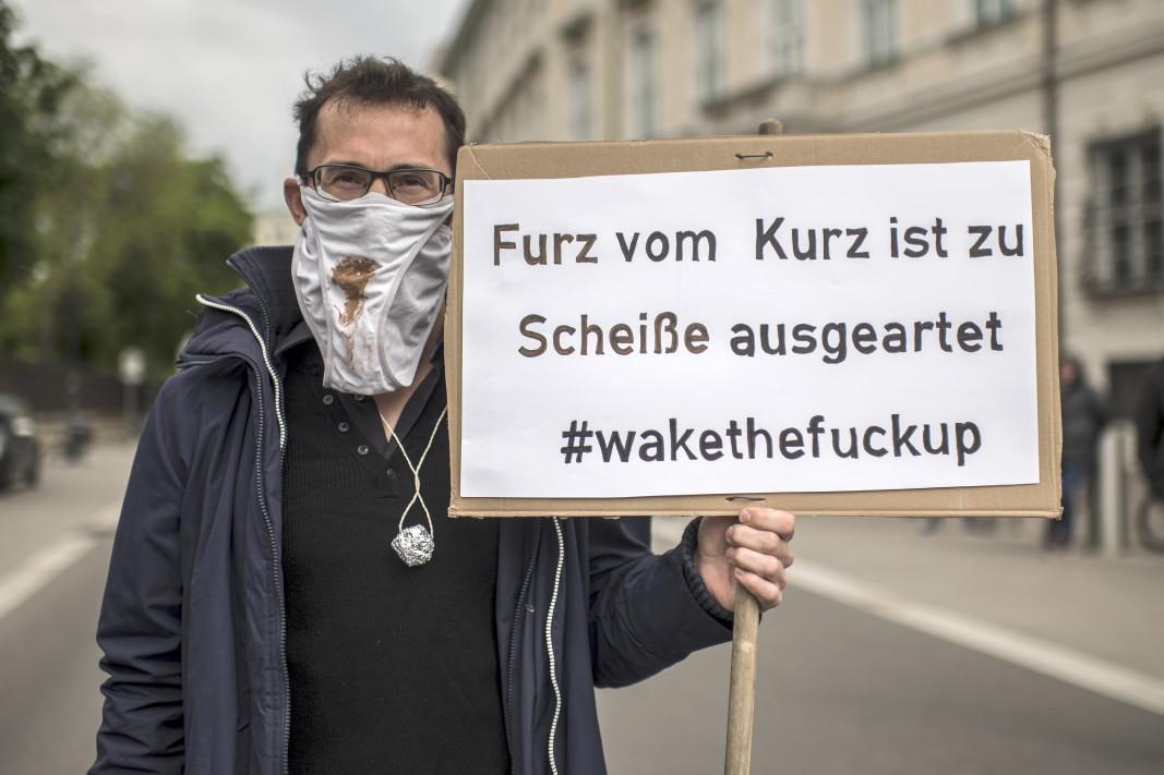 Първомайски протест във Виена.                Снимка: ЕПА/БГНЕС