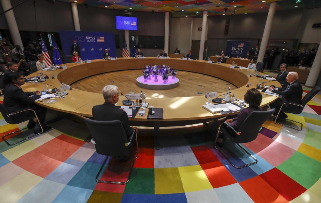 В началото на срещата на върха ЕС-САЩ в Брюксел, 15 юни 2021 г.