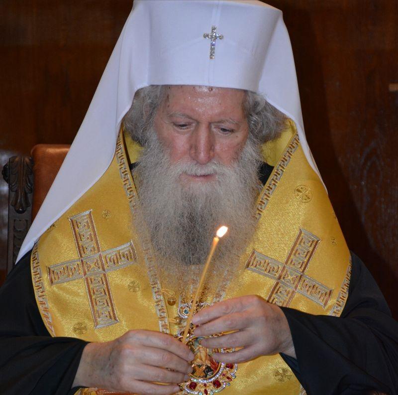 Негово Светейшество Българският патриарх Неофит получи Благодатния огън от Йерусалим, който снизходи на Божи гроб.