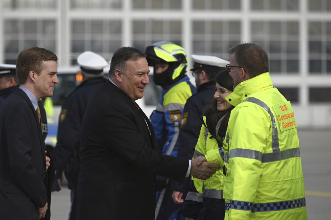 Майк Помпейо си тръгва от Мюнхенската конференция по сигурността.