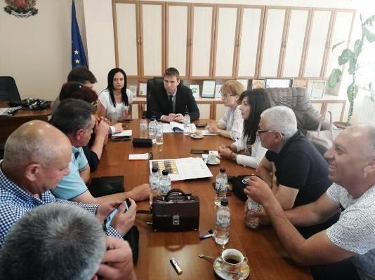 Във вторник Стефан Мирев се срещна с протестиращите за пътя