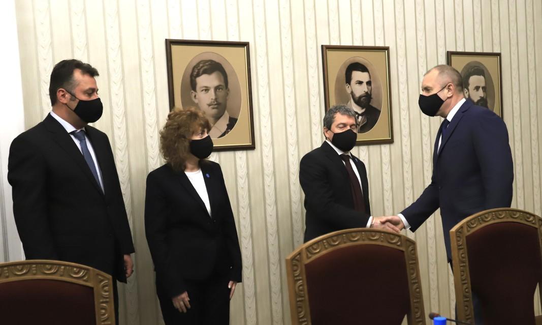 Des représentants du groupe parlementaire de « Il y a un tel peuple »Tochko Yordanov, Viktoria Vassileva et Philippe Stanev