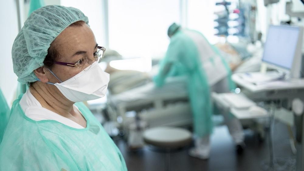 Димитър Иванов: Швейцария се справя с Covid-19, здравната система не  колабира - Посоки