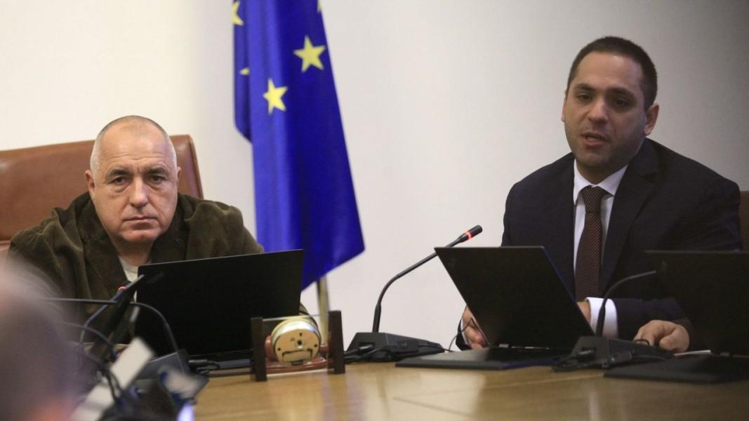 Бойко Борисов и министърът на икономиката Емил Караниколов