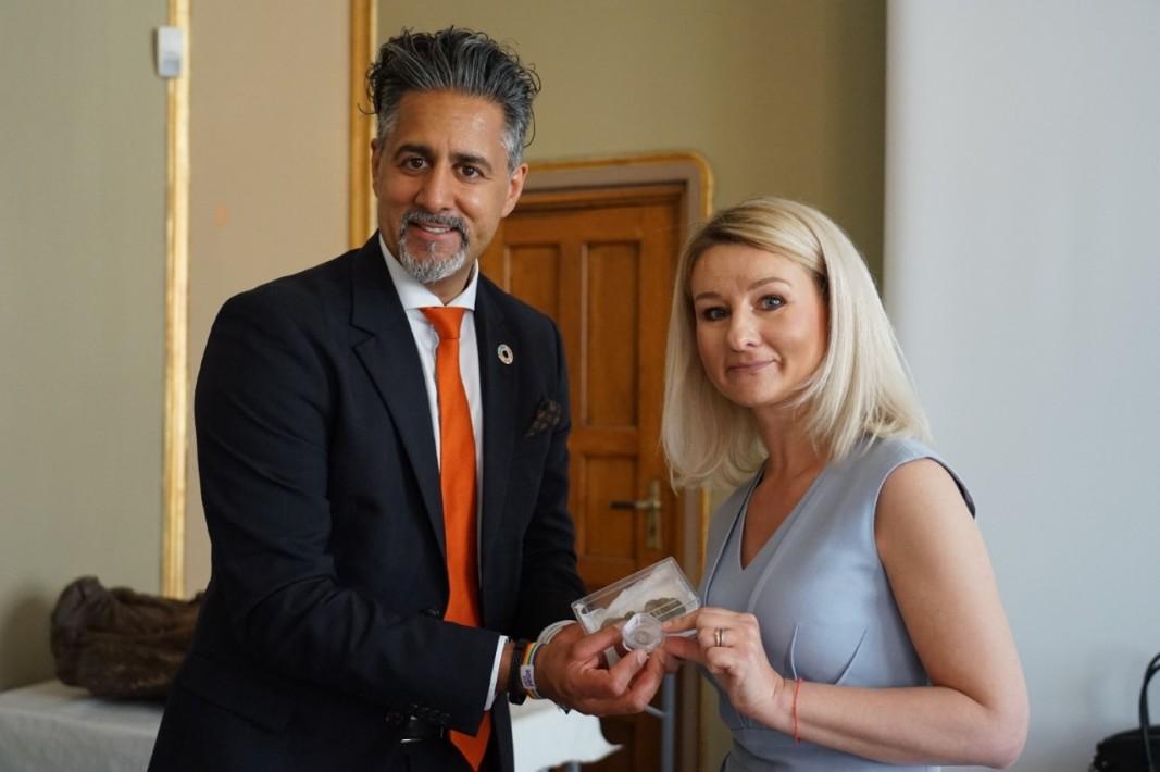 Министърът на културата на Норвегия Рабид Раджа и българския посланик Вера Шатилова