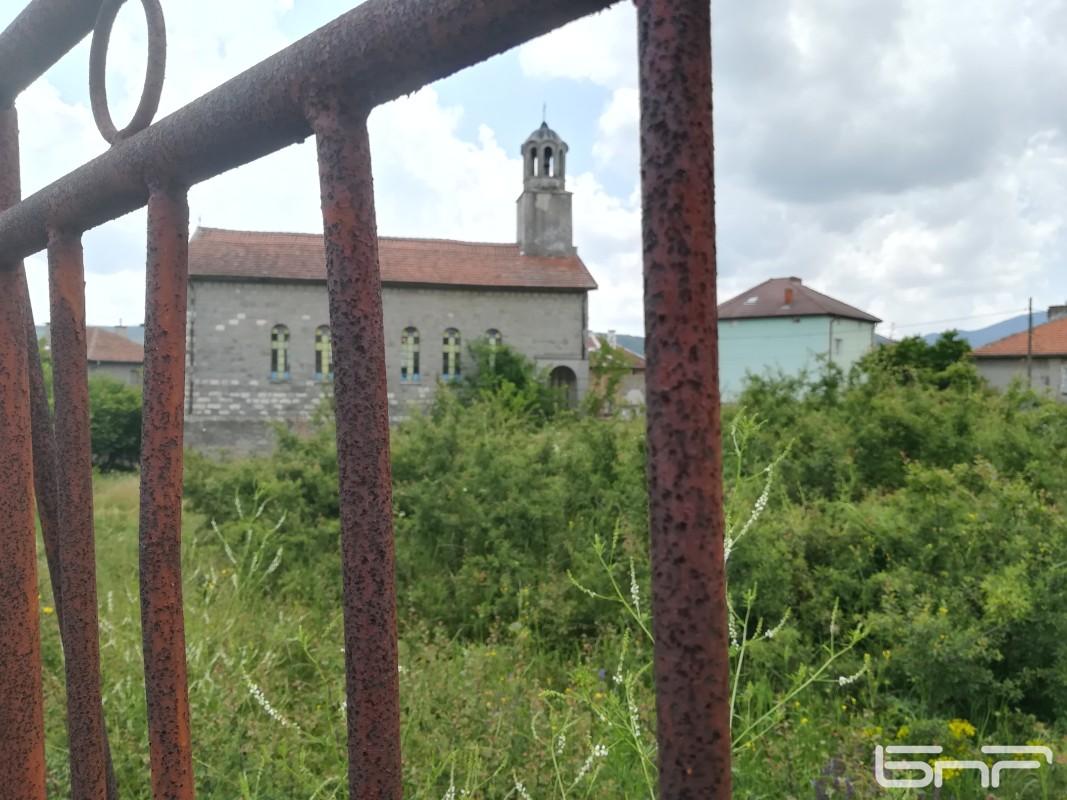 Църквата Свети Дух в с. Бенковски