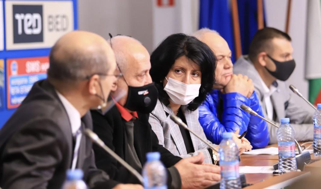 Пресконференция в София на браншови и синдикални организации на автобусните и таксиметровите превозвачи.  Снимка БГНЕС