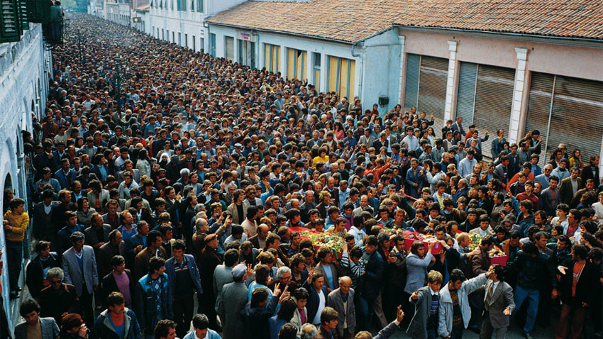 Погребение на трима членове на Демократическата партия, убити по време на мирна демонстрация, Шкодра, 3 април 1991.