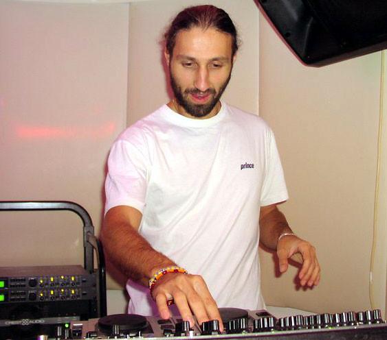 Mikhaïl Dimov, DJ au club Tchervilo, 2001