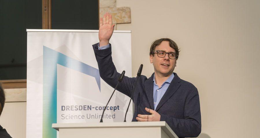 Политологът Манес Вайскирхер от университета в Дрезден