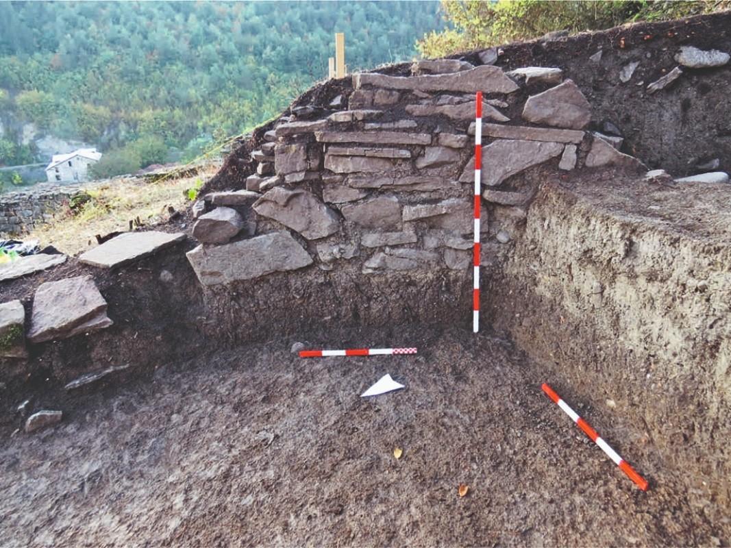 Fragmento de una pared de una estancia de la Antigüedad tardía en una de las zonas excavadas