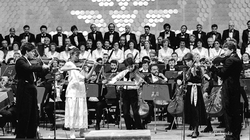 Новогодишњи музички фестивал, 1991. Солисти: Васко Василев, Тереза Николова, Светлин Русев, Биљана Вучкова, Веско Пантелејев-Ешкенази