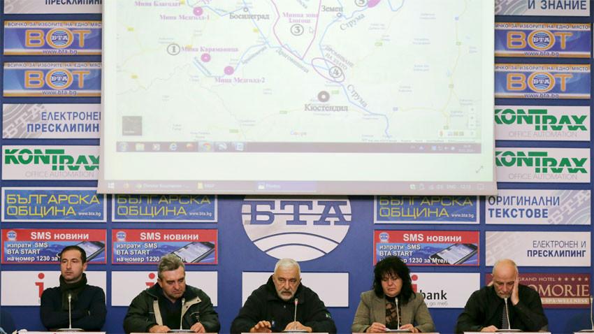 От ляво на дясно: Александър Димитров, Ботьо Христов, Димитър Куманов, Антонина Шипарова и д-р Владимир Янев по време на пресконференцията. Снимка: БТА