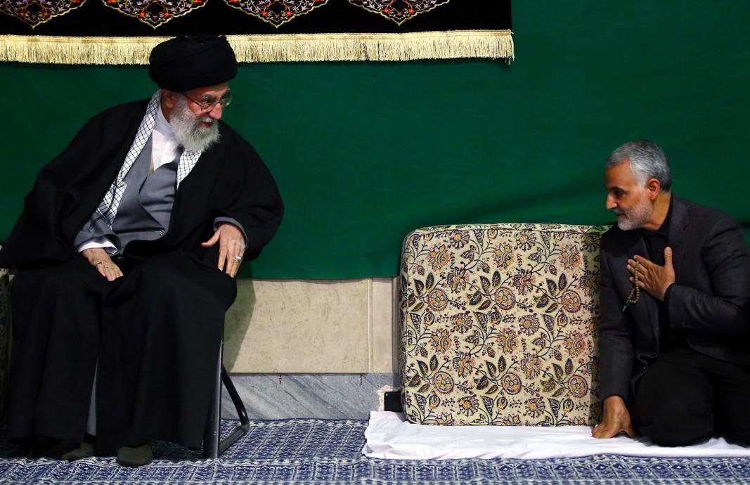 Аятолах Али Хаменей с генерал Касем Солеймани (вдясно).
