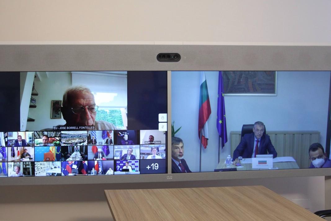 Съветът на външните министри се проведе посредством видеоконферентна връзка.   Снимка: пресцентър на МВнР