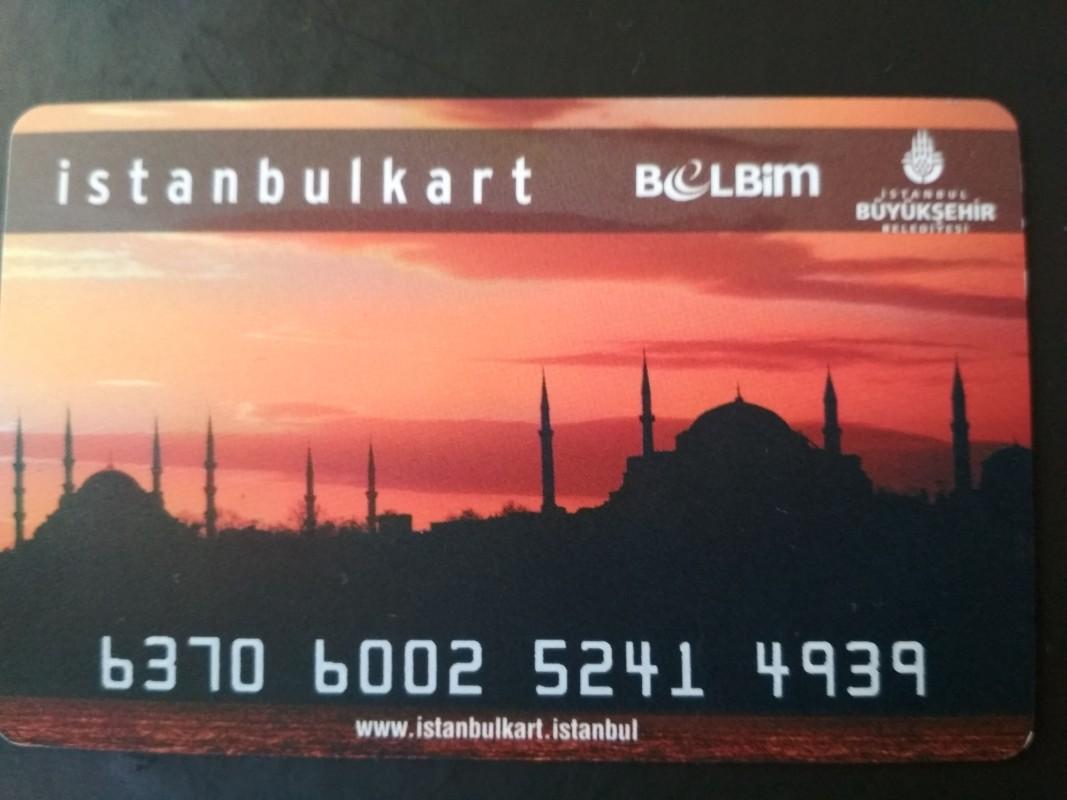 Картата за градски транспорт се нарича Истанбулкарт и се изплаща след две пътувания.