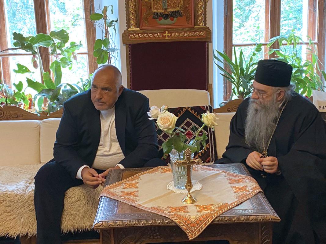 Борисов пое ангажимент пред Адрианополския епископ Евлогий за допълнителни средства за Рилския манастир; снимка: БТА