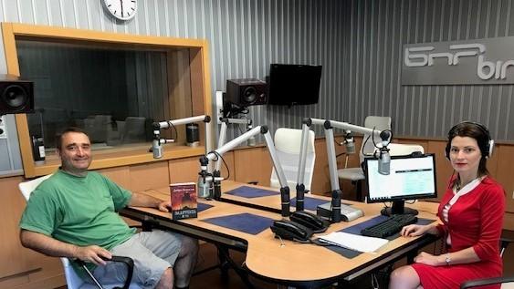 В студиото на Радио София с водещата
