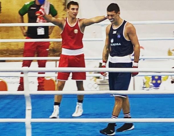 Радослав Росенов (вляво) ще се бие за нов европейски финал.