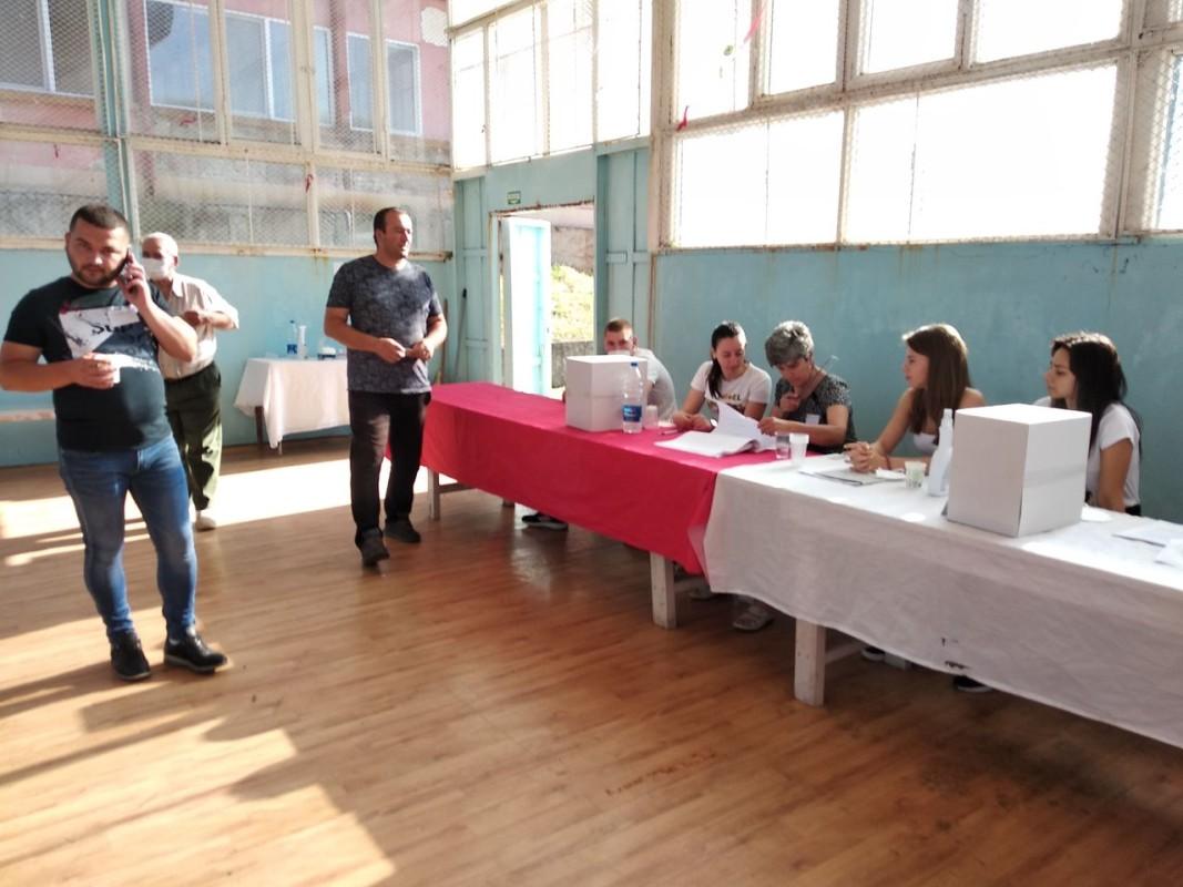 Избори за кмет в село Сърница, община Минерални бани, Хасковска област, 27 юни 2021 г. Снимка: Дора Атанасова