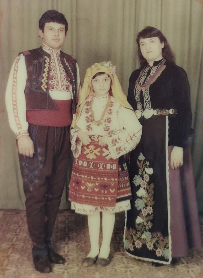 Семейство Бойчеви с дъщеря си Веселка. Снимка: личен архив