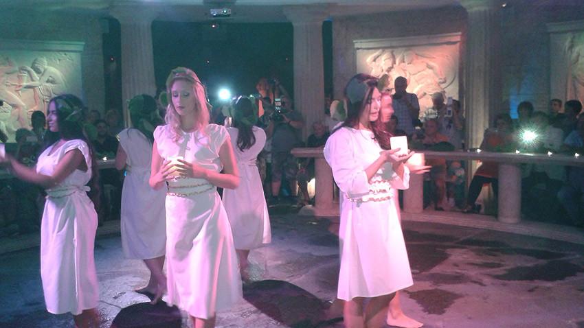 Танц, част от празничната програма в Старосел за началото на гроздобера. Снимка: Петра Талева
