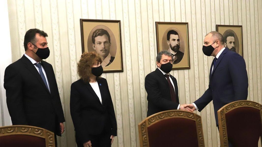 """Përfaqësues të grupit parlamentar """"Ka një popull të tillë"""" Toshko Jordanov, Viktorija Vasileva dhe Filip Stanev"""