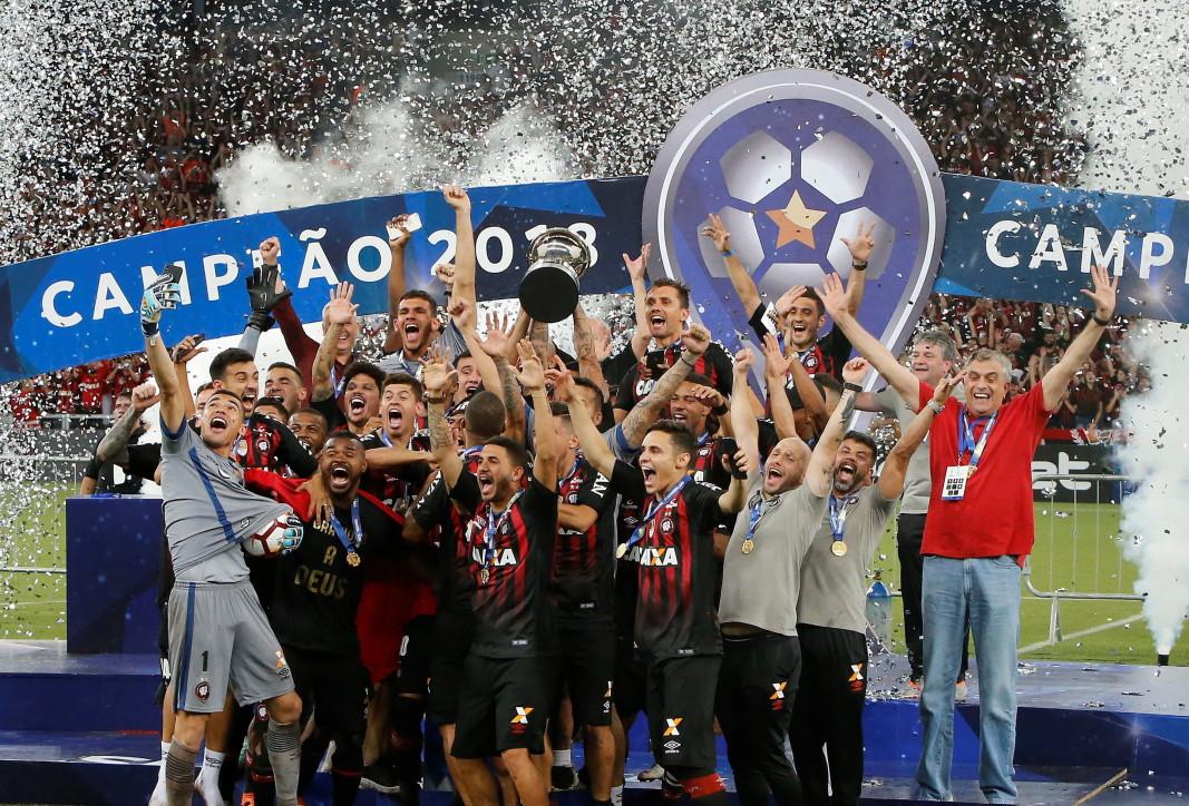 """Бразилският """"Атлетико Паранаензе"""" спечели Копа Судамерикана, като надделя след дузпи"""