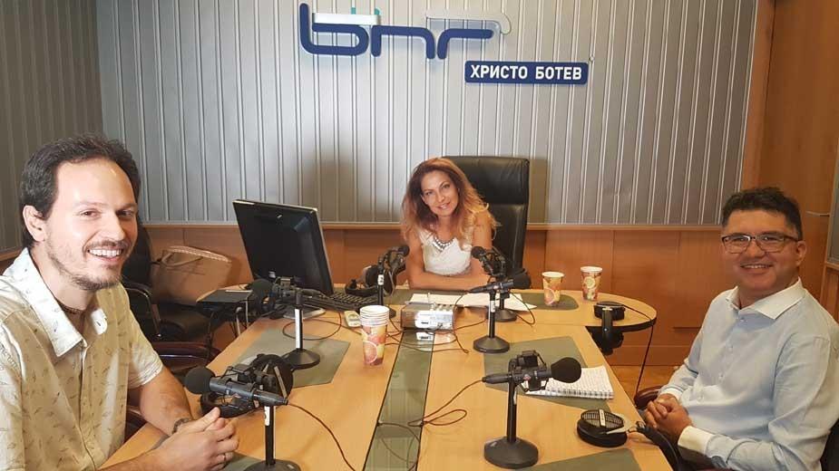 Андрей Ганев, Ива Дойчинова и Георги Първанов (отляво надясно) в студиото на предаването.