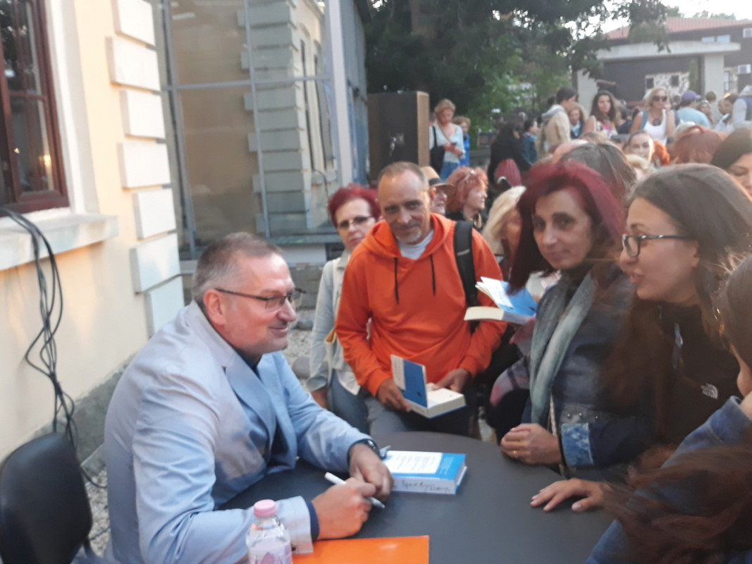 Георги Господинов се срещна с негови читатели  Снимка: Славена Илиева