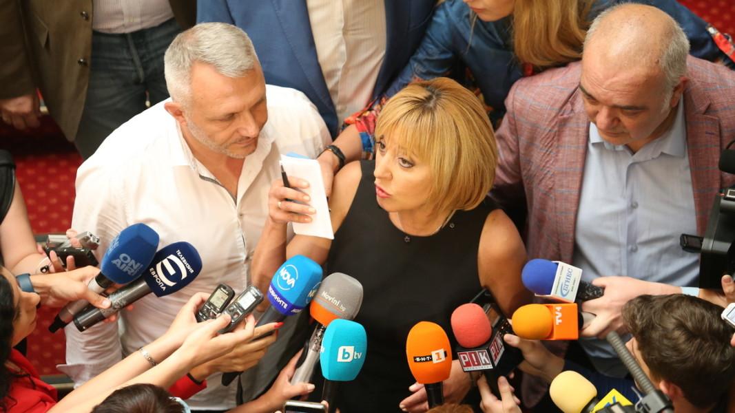 Николай Хаджигенов, Мая Манолова и Арман Бабикян след консултациите с ИТН. Снимка: БГНЕС