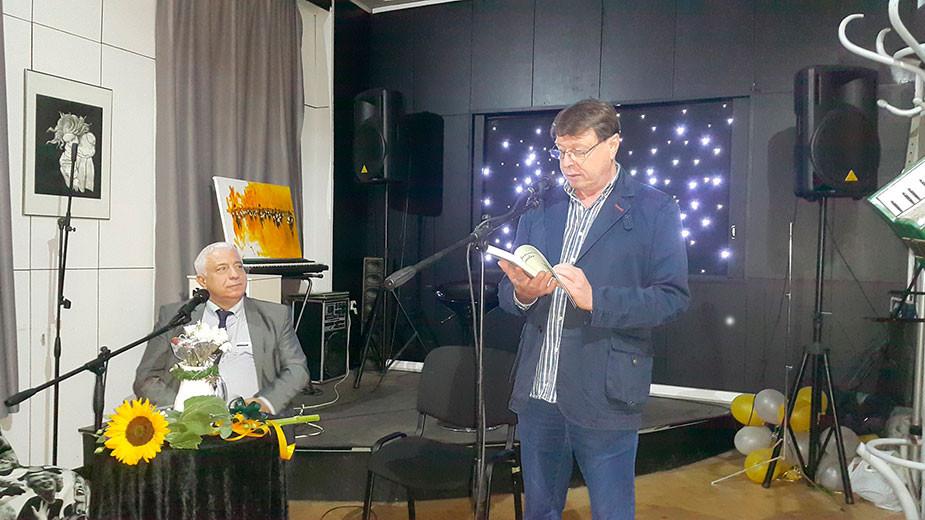 """Премиера на книгата """"Замислената мравка"""" от Станислав Буковалов. На снимката: Валерий Тодоров (вляво) и Станислав Буковалов"""