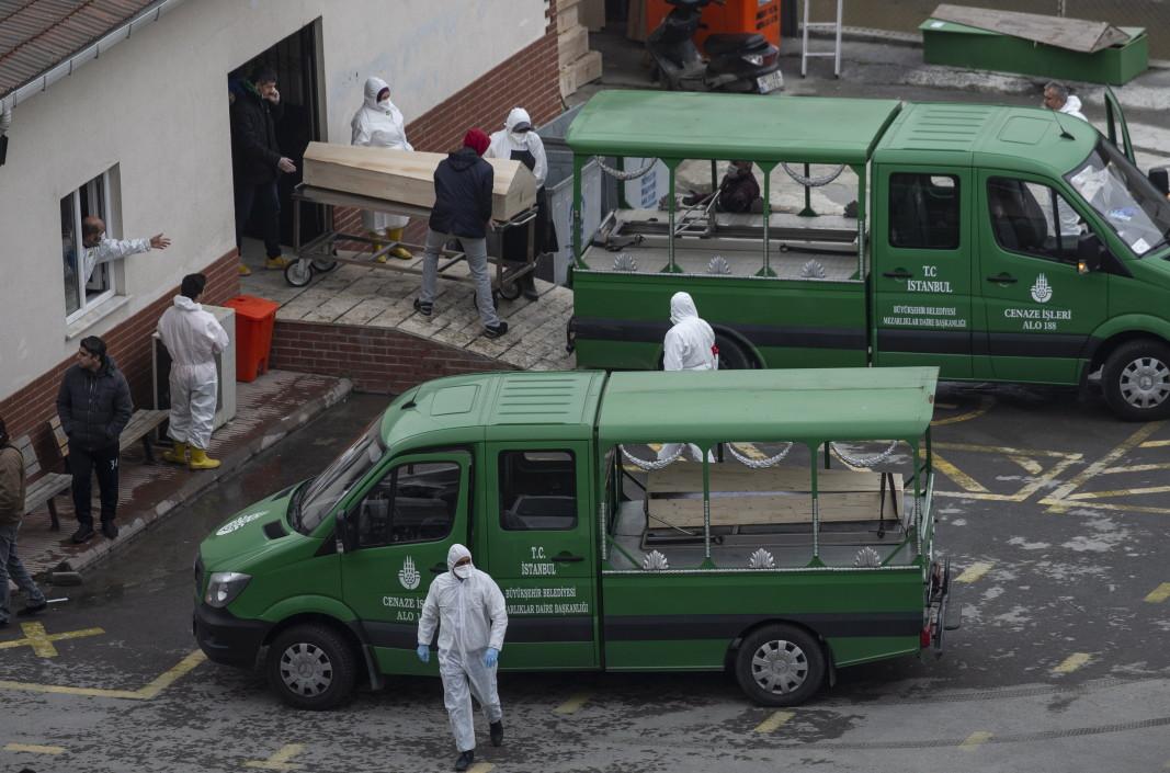 Погребални камиони, Истанбул, 1 април 2020 г.