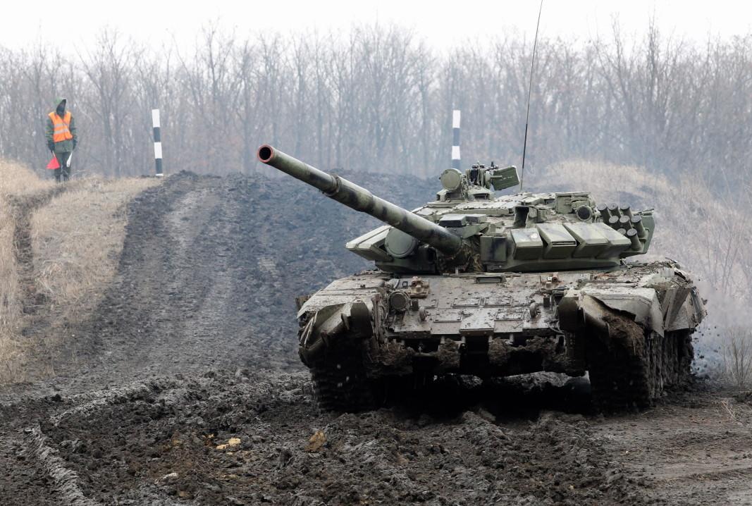 Танк участва в учения на проруските сепаратисти в Донбас, 28 януари 2020 г.