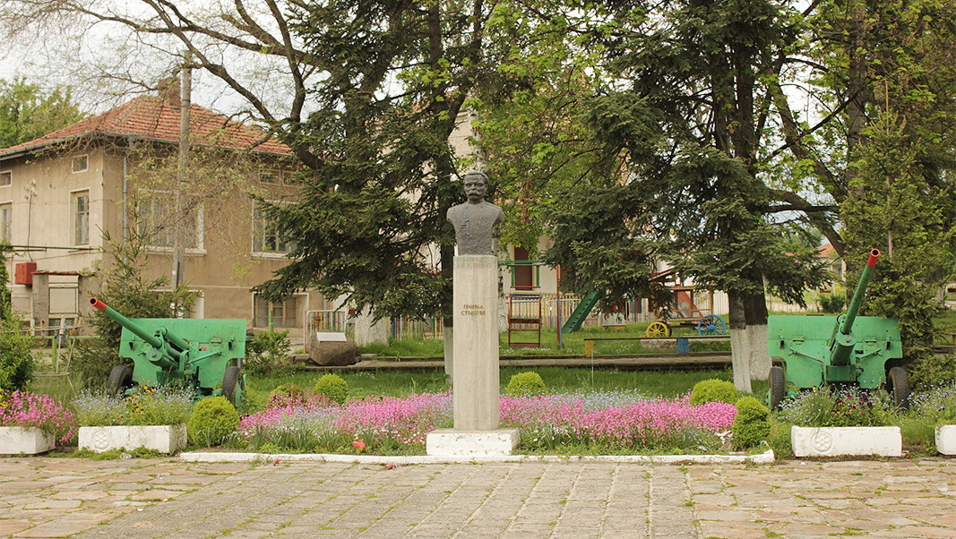 Памятник ген. Николаю Столетову