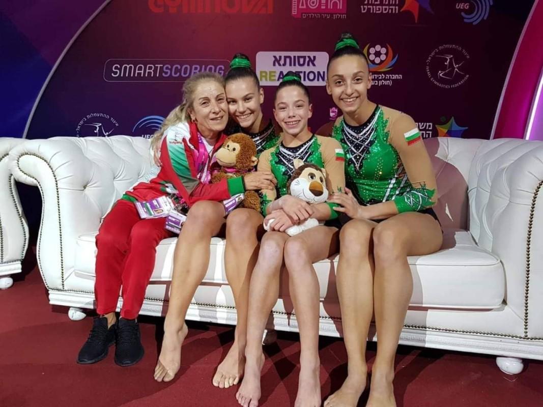 Дария Иванова,Габриела Боевска,Стейси Василева с   треньор Добринка Николова