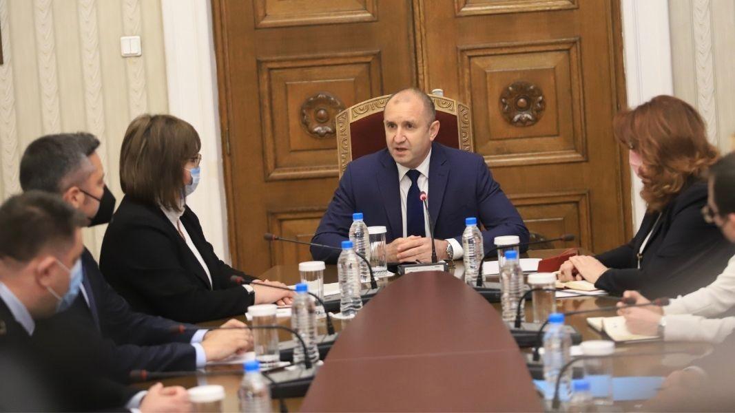 Rumen Radev me përfaqësues të grupit parlamentar të BSP-s Kornelija Ninova, Kristijan Vigenin, Irena Atanasova, Atanas Zafirov, Hristo Prodanov