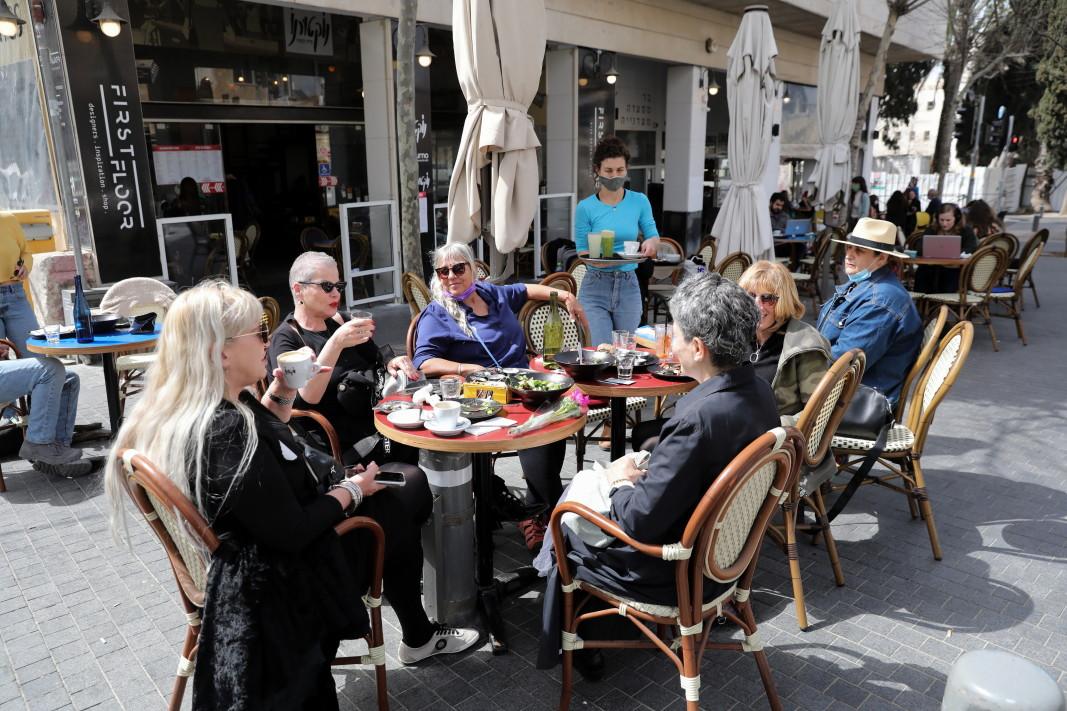 Заведения в Израел работят отново от 7 март/ЕПА/БГНЕС