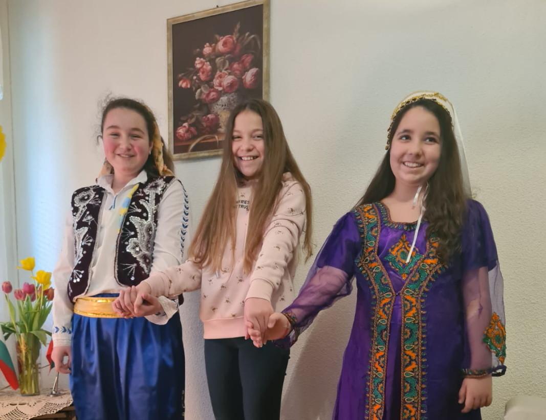 Elif Etemova, Magdalena Yordanova ve Aleyna Nihatova