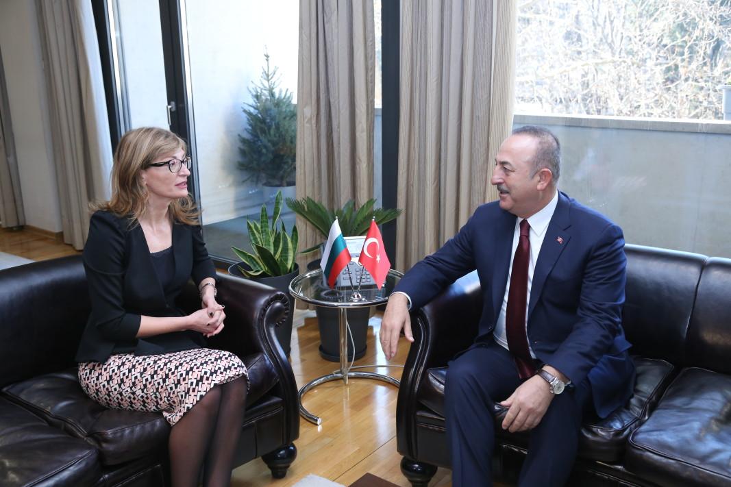 Екатерина Захариева на срещата с външния министър на Турция Чавушоглу.