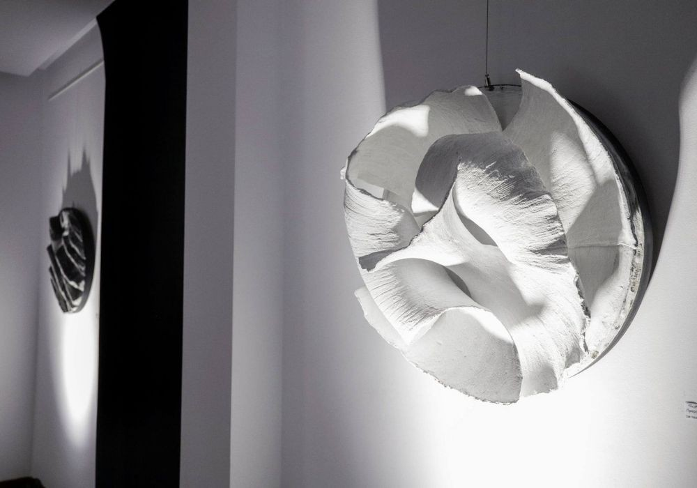 İna Damyanova'nın `Ay'ın halleri` başlıklı sergisi Rakusi Galerisi'nde sergilenecek.